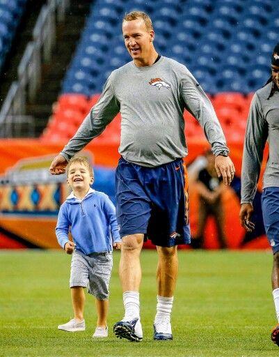Peyton Mannings Son Marshall Overshadows Him During Pregame Warmups