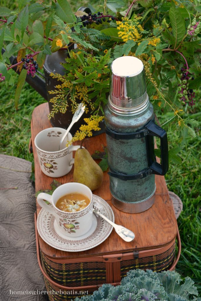 The best Autumn picnic ~ Hot coffee in the garden #familypicnicfoods