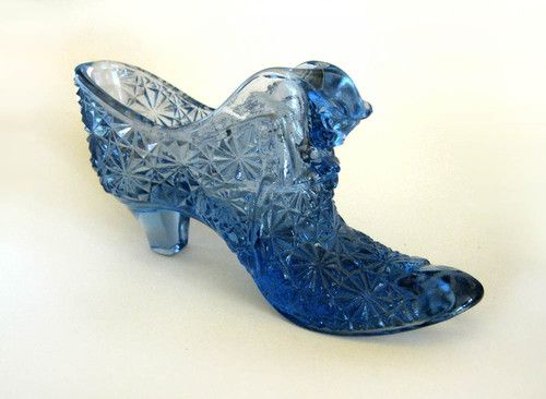 Vintage Fenton Glass Shoe Blue Daisy Button With Cat Smooth Toe Ebay Glass Shoes Decorated Shoes Blue Shoes