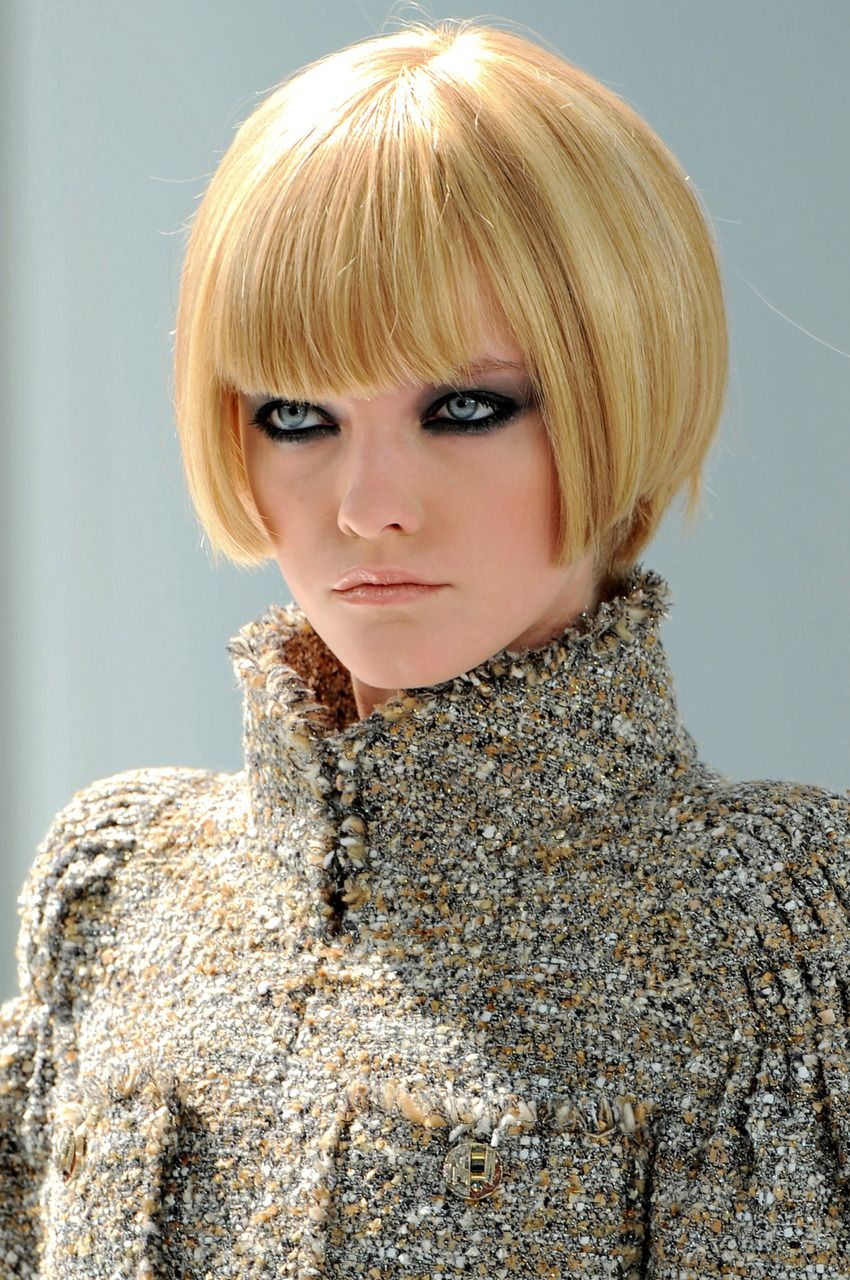 Chanel Haute Couture F/W 2008 | Short hair styles, Hair styles, Bob hairstyles