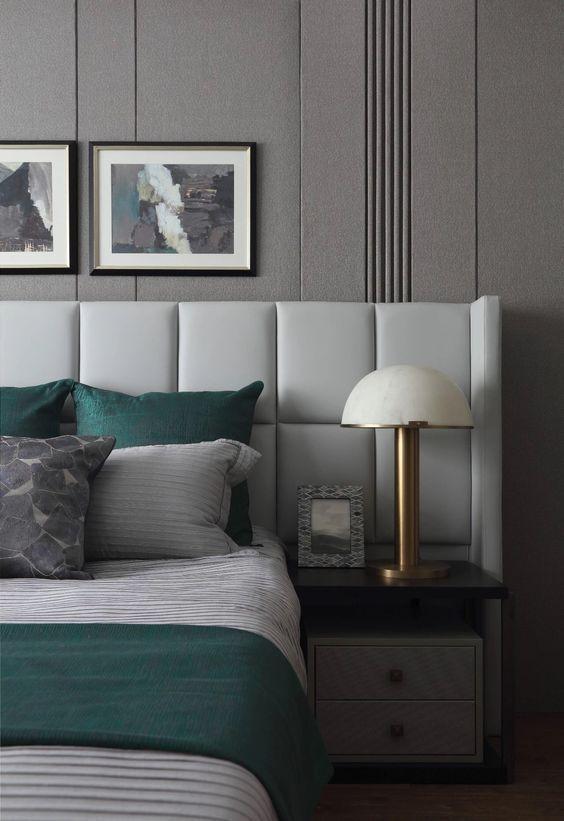 bett kopfteil leder helles grau mit integriertem nachttisch schlafen pinterest kopfteil. Black Bedroom Furniture Sets. Home Design Ideas