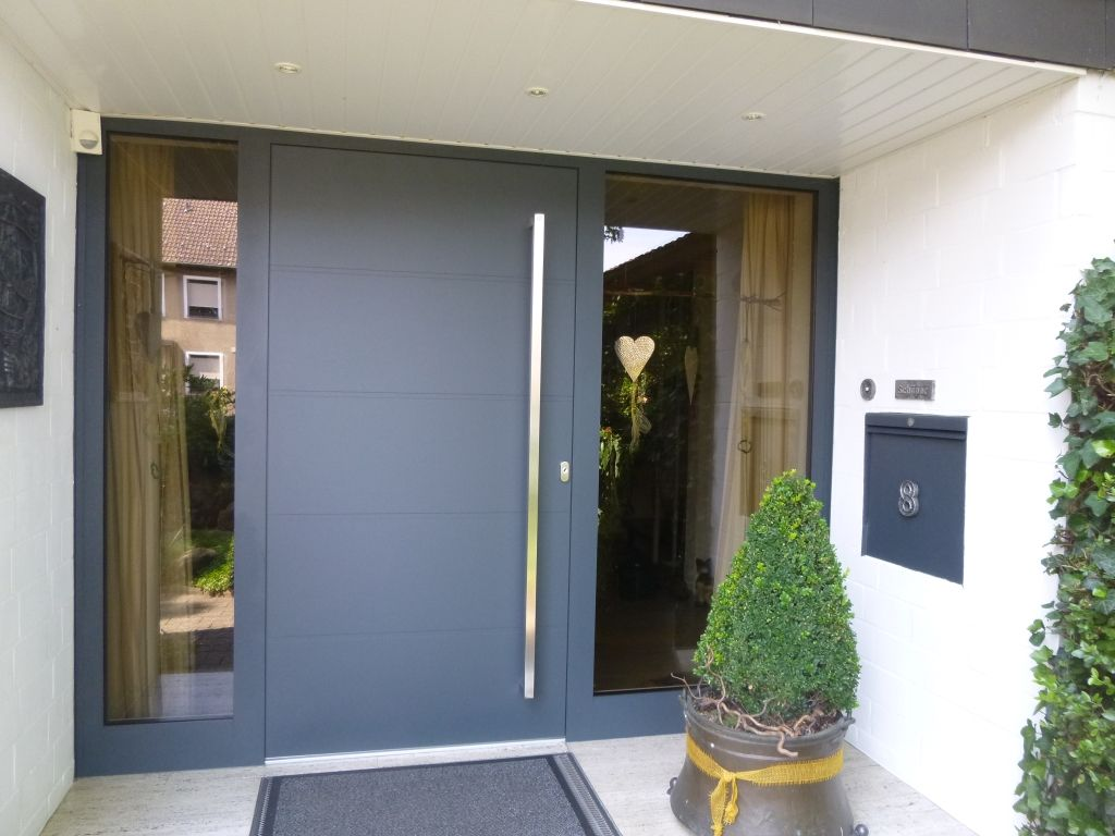 Aluminium Haustur Anlage Mit Feststehenden Seitenteilen In
