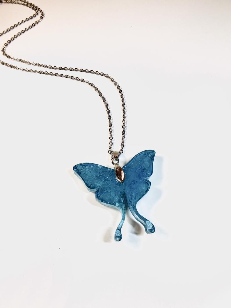 Seashell Pendant and Earrings Blue Color Changing Set necklace chain included