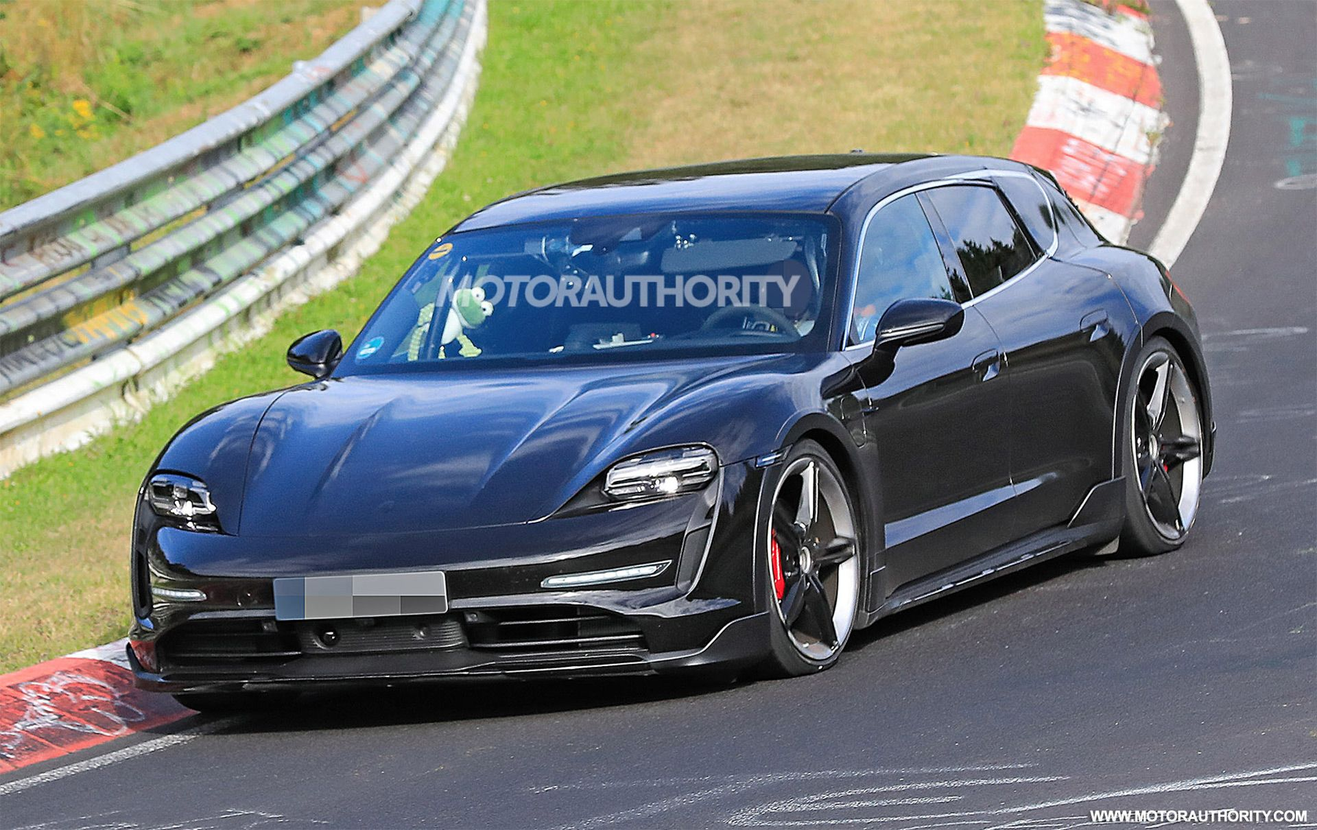The Porsche Taycan Cross Turismo The Wagon Version Of The Taycan Electric Sport Sedan Has Been Spotted Porsche Taycan Porsche Panamera Sport Turismo