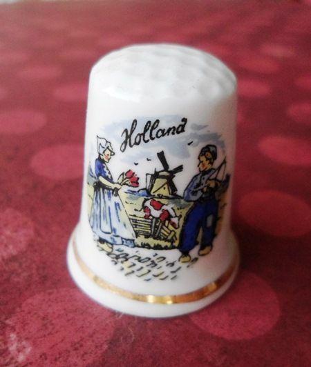 Dé à coudre en porcelaine, rapporté par DaddyAma de leur voyage en Hollande http://aziliz-creation.alittlemercerie.com