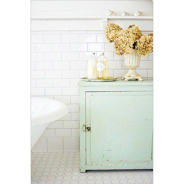 shootflyshoot's photo: Another shot from Mermaid Manor on Tybee Island. -kevin #bathroom #tybeeisland #love #TFLers #tweegram #photooftheday #igers #picoftheday #instadaily #instagood #bestoftheday #webstagram #colorful #style #interior