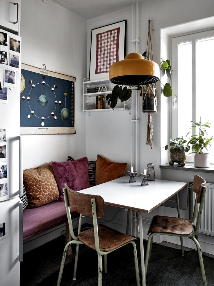 #decorations #textures#vintage#apartment#stockholm#retro Cozy Textures In A Vintage Apartment in Stockholm | Vintage apartment, Retro apartment, Retro home d Vintage furniture and cozy textures in a Stockholm apartment