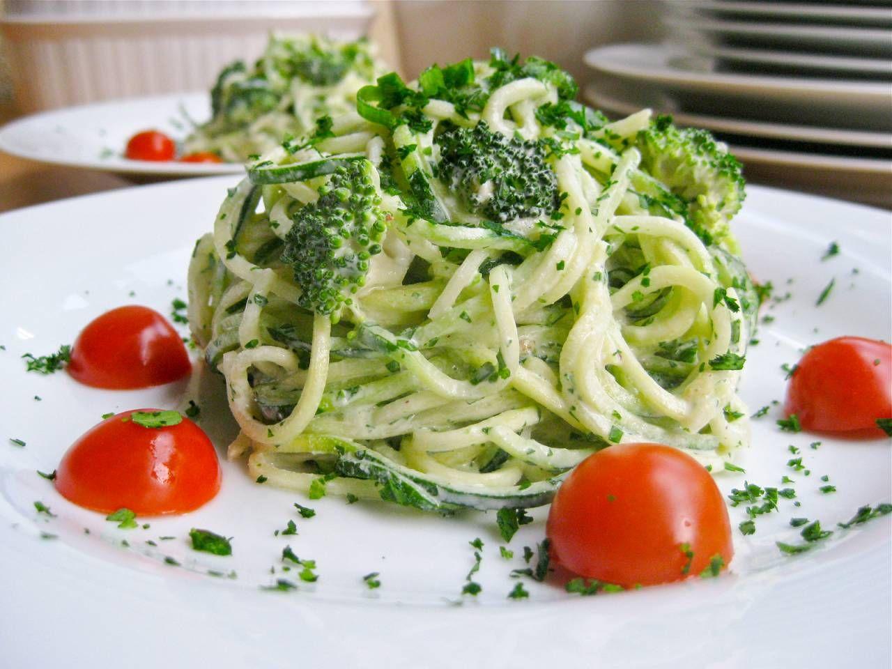 Raw Vegan Alfredo With Broccoli The Blender Girl Healthy Blender Recipes Raw Vegan Vegan Alfredo