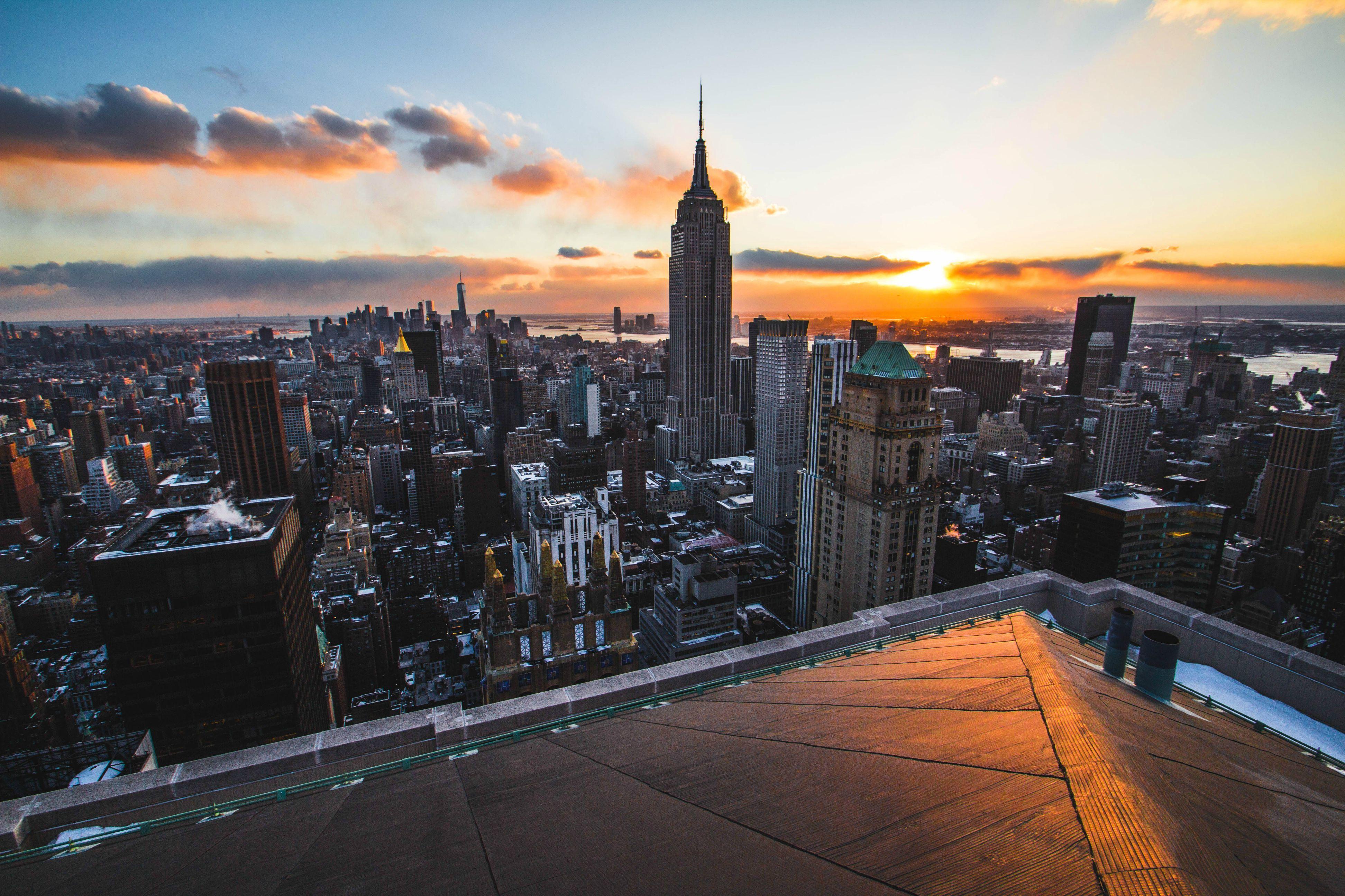Rooftop View Of Manhattan New York More Of My Paintings On Instagram Flashinglig Jpg 3 888 2 592 Pixels City Buildings Skyscraper Rooftop