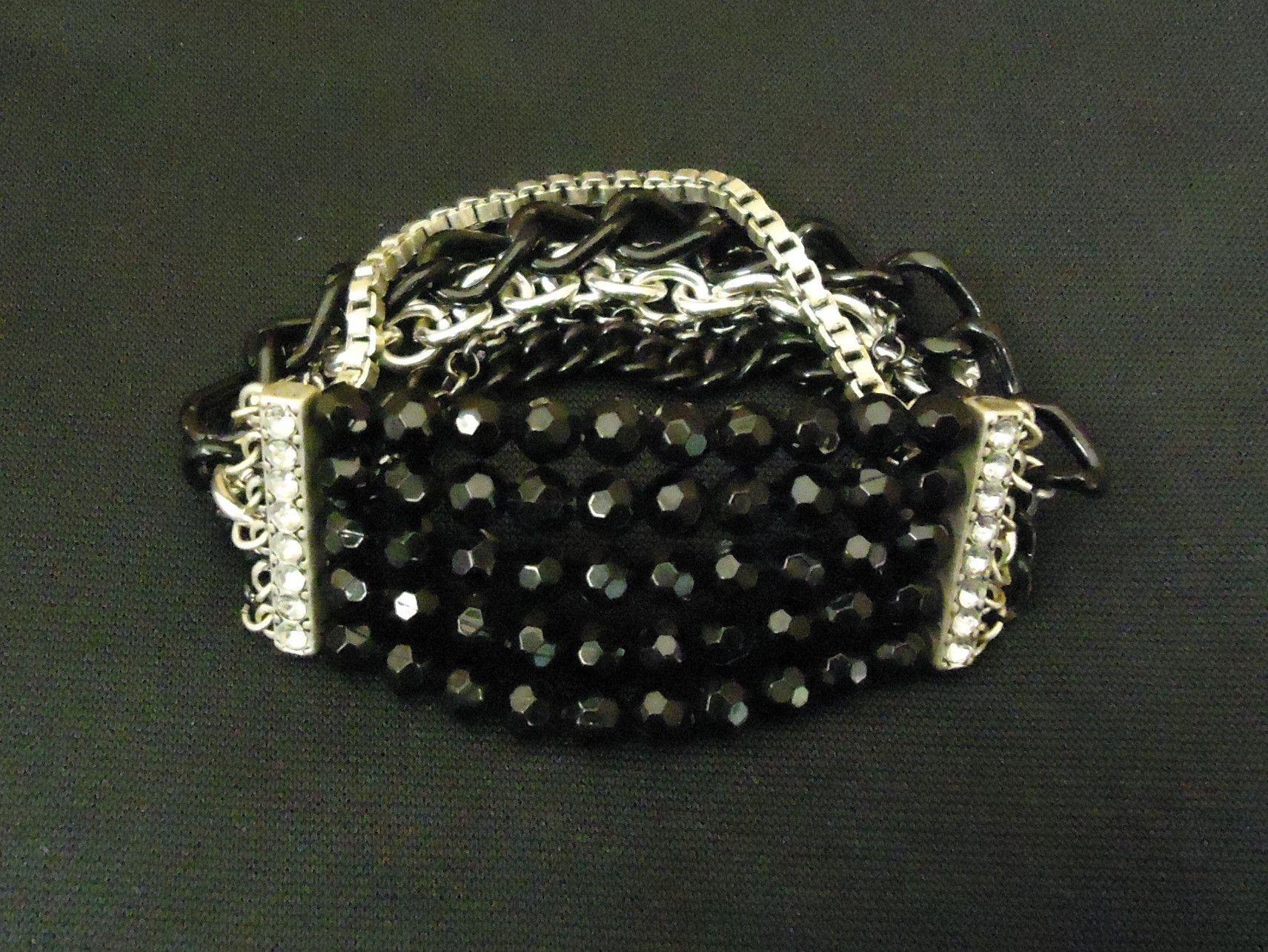 Designer Fashion Bracelet Beaded/Strand Metal Plastic Female Adult Black/Silver -- Preowned