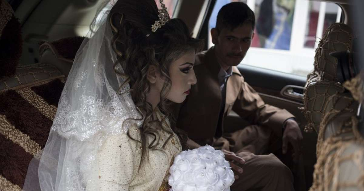 A young refugee couple roused emotions in Iraq with their beautiful wedding earlier today, February 16, 2017.