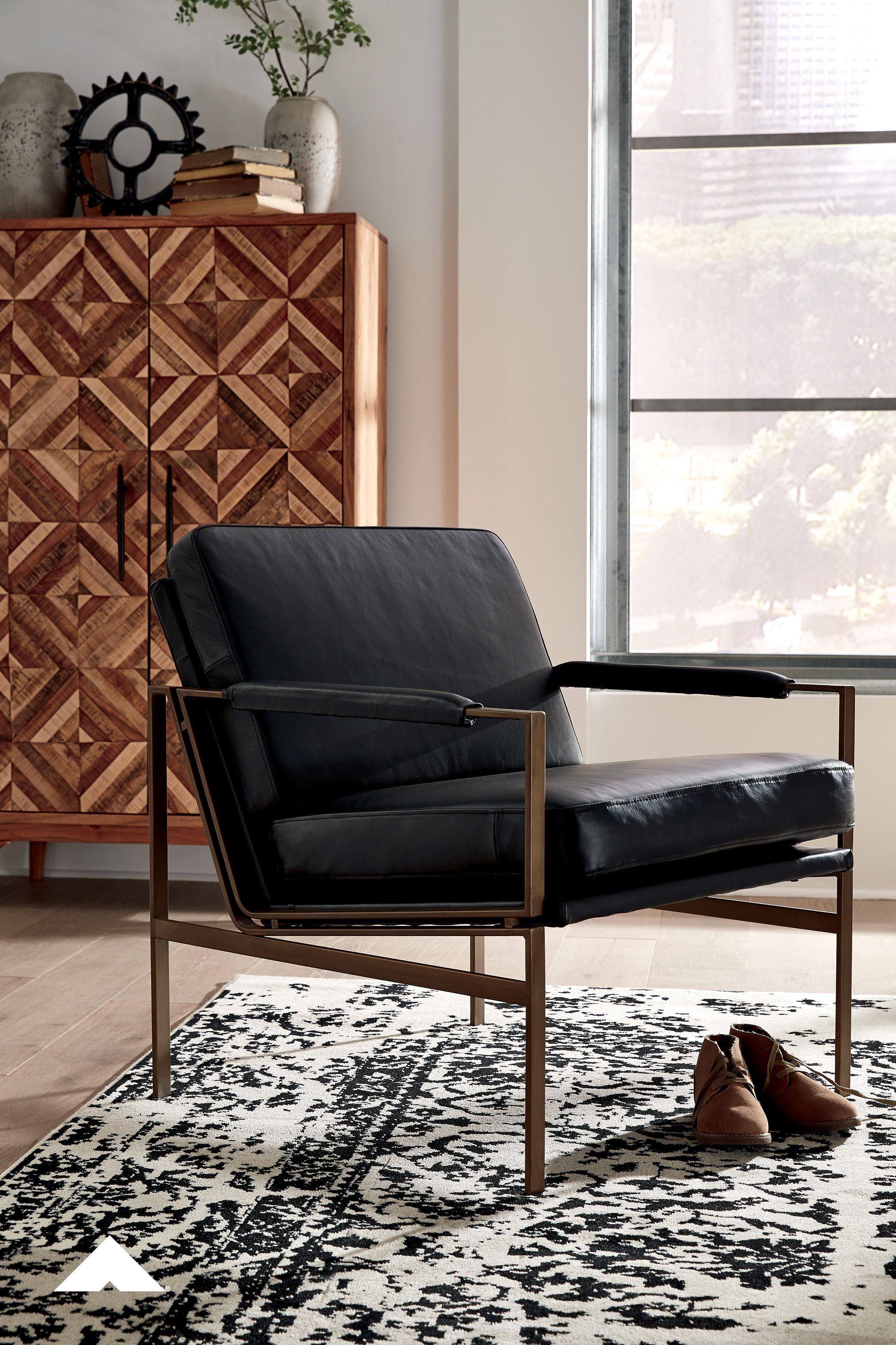 Puckman Black Accent Chair By Ashley Furniture With Its Ultra Modern Vibe And Ultra Indulgent Feel This Accent Chair Impress In 2020 With Images Accent Chairs Black Accent Chair