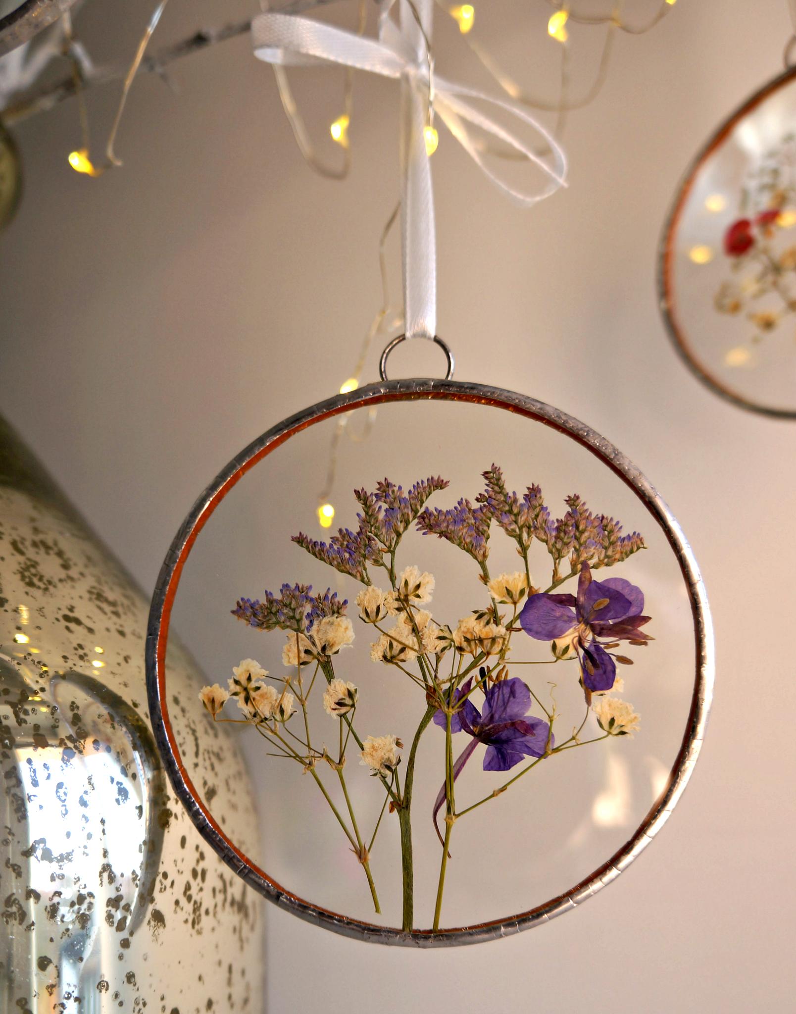 Pressed Flower Circle Frame In Gift Box Babies Breath Blue Etsy Pressed Flowers Dried Flowers Flower Frame