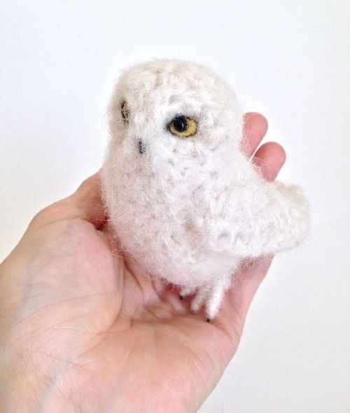 Jose Heroys is a fiber artist from Sussex who makes life-like bird sculptures an…