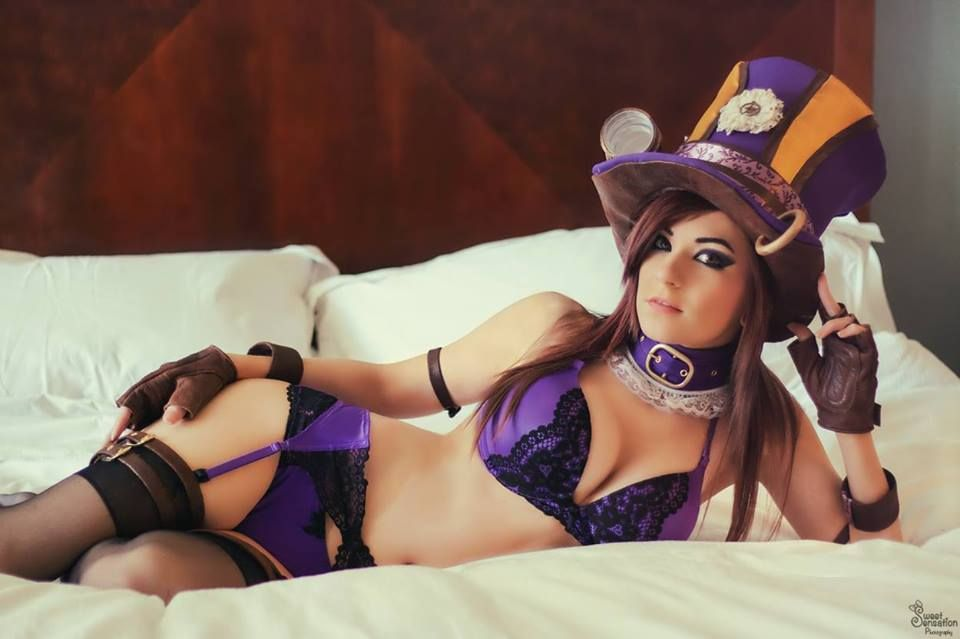Super sexy and pretty Danielle Beaulieu with her Caitlyn ...