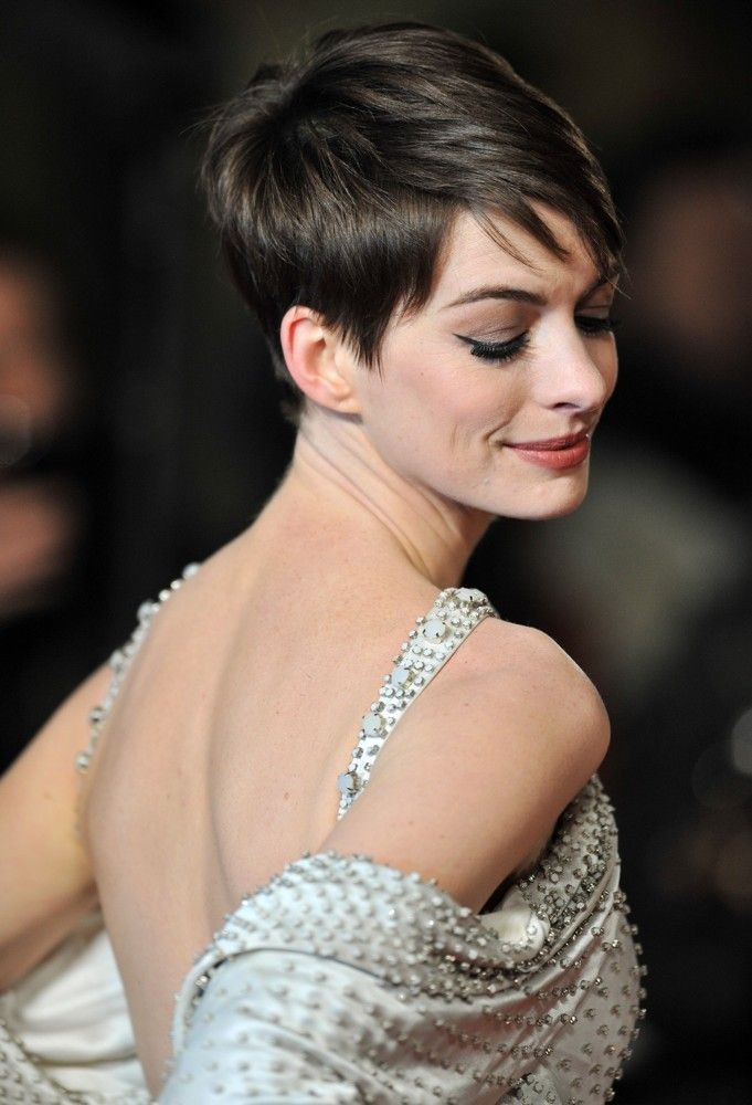 Anne Hathaway For World Premier Of Les Miserables Short Hair Styles Short Hair Styles Pixie Hair Styles