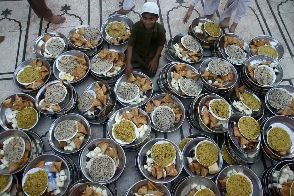 موائد الافطار الجماعي التي تجمع المسلمين في باكستان الحبيبة Personalized Items