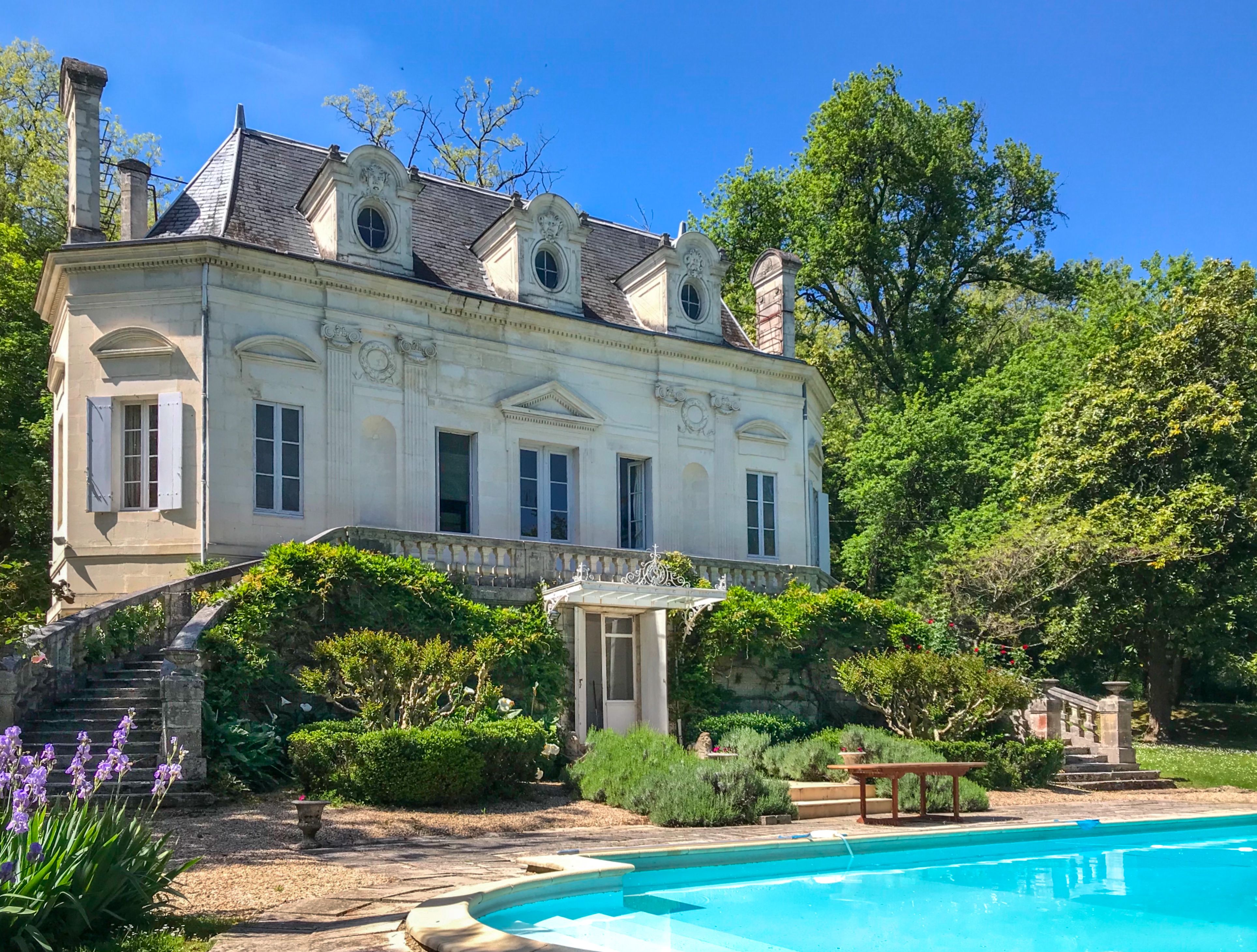 Delightful 18th Century Chateau With Outbuildings Guardian S House And Pool Near Coutras Chateau Castle French Chateau Homes French Mansion French Property