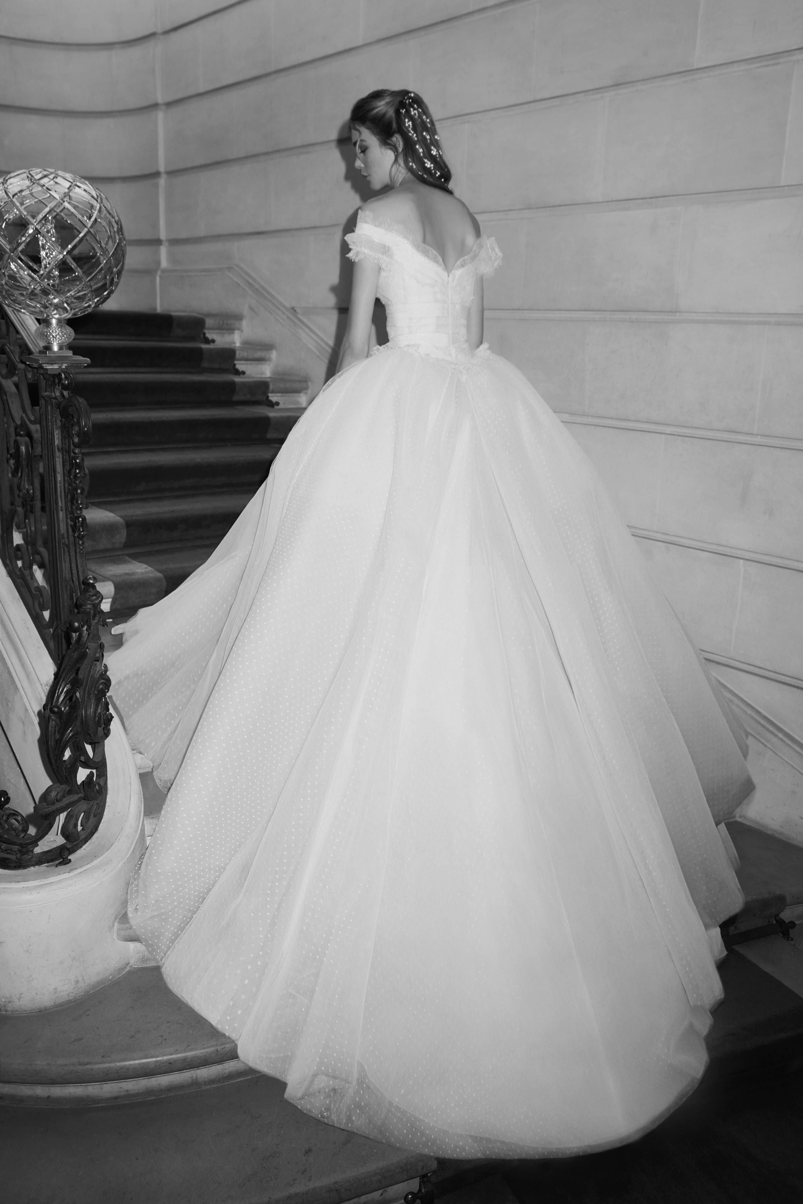 1f653c3a8830 Elie Saab Bridal Spring 2019 Fashion Show | Romance, Romantic ...