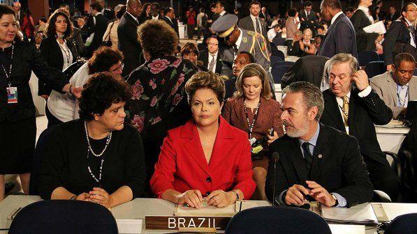 A ministra Isabella Teixeira e a presidente Dilma Rousseff na delegação brasileira ao lado do ministro Antonio Patriota - Pieter Zalis/UNIC Rio