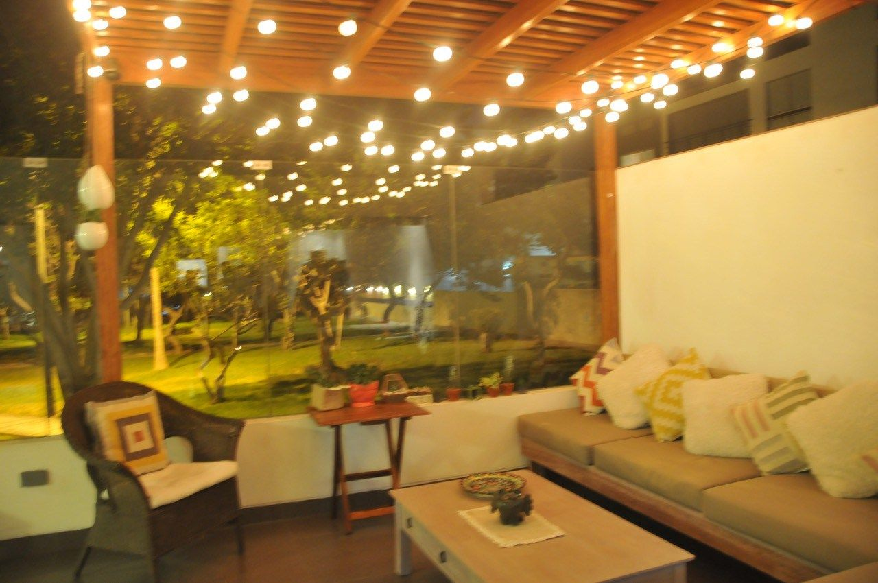 Y mi terraza se veía increíble con unas luces que colgamos del techo ...