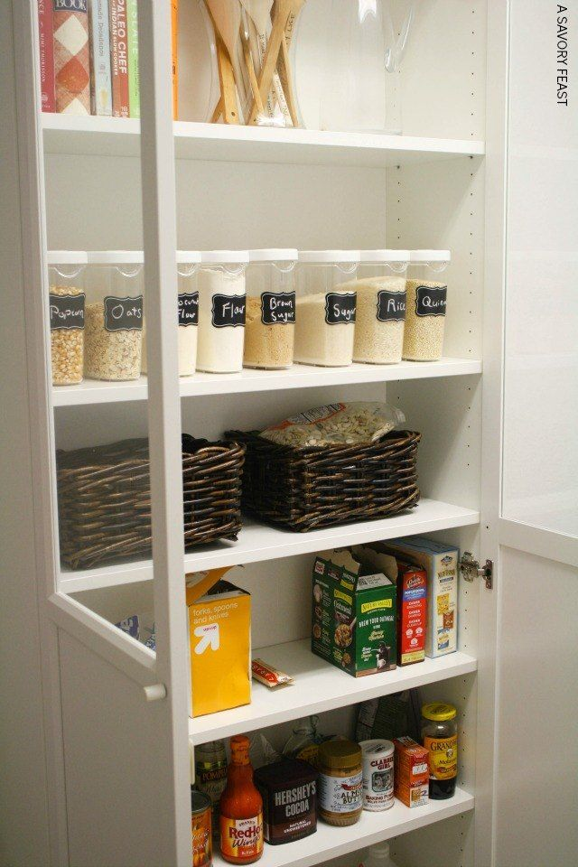 Ikea billy bookcase pantry hack garde manger sur pied for Ikea heures de garde d enfants
