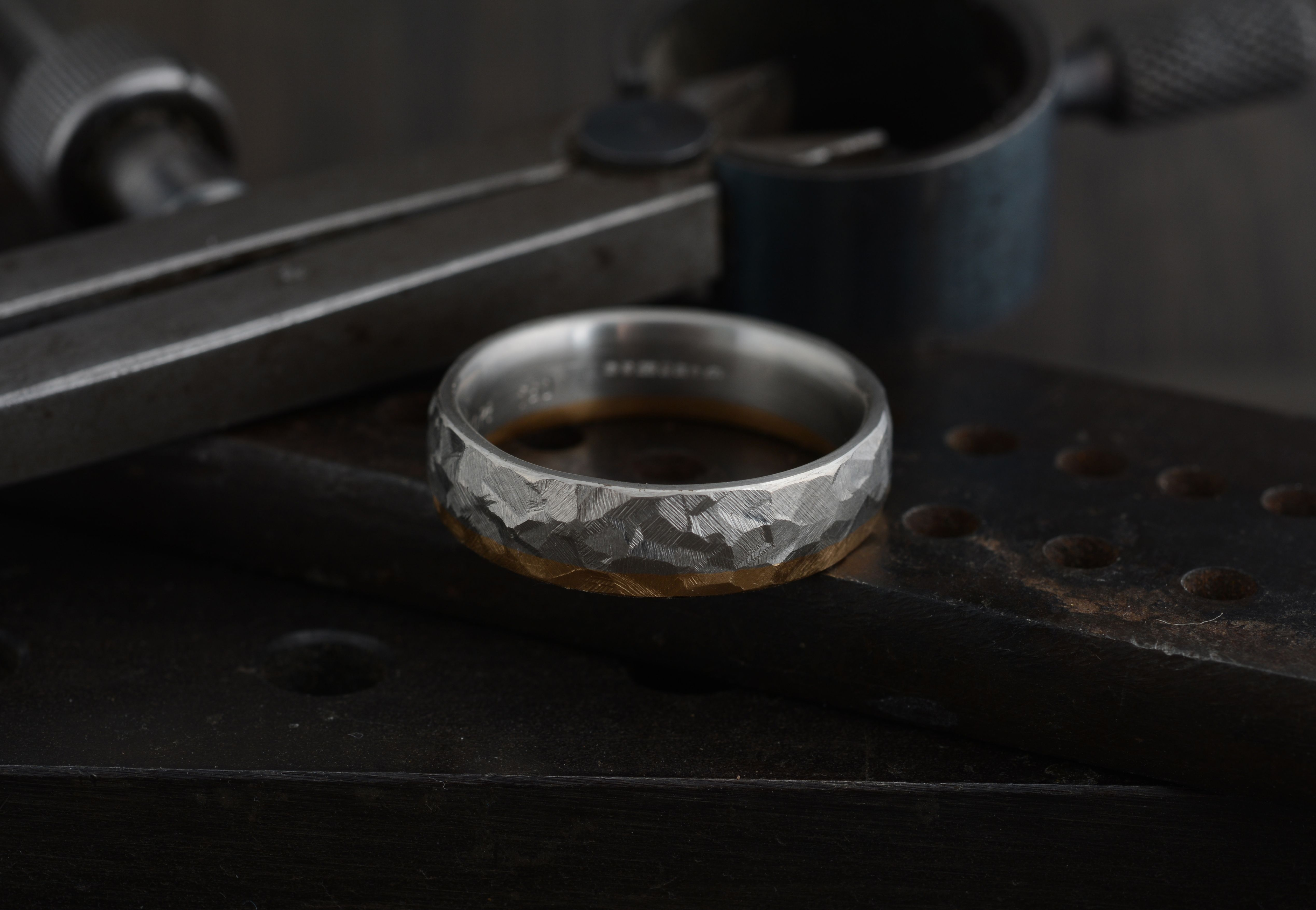 Our hammered wedding bands can be made in a variety of metals including 18 carat white, yellow, rose gold, and platinum or as seen below, a combination of two. What would you choose?   #hammeredband #weddingring #alternativeweddingring #contemporaryjewellery #finejewellery #handcraftedjewellery #handmadelondon