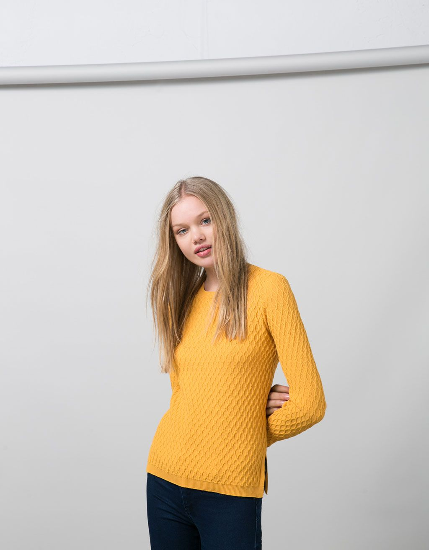 Jersey trenzado BSK cuello redondo. Descubre ésta y muchas otras prendas en Bershka con nuevos productos cada semana
