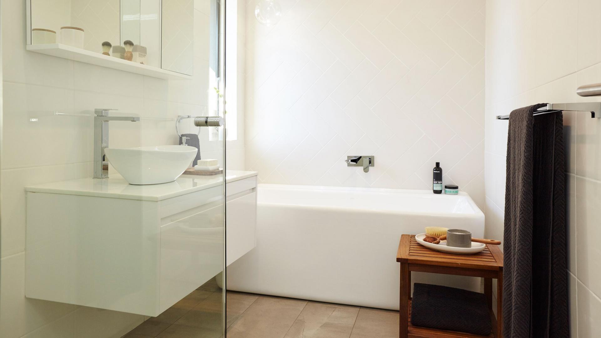 bathroom-white-bath-reno-Bunnings | beach house bathroom | Pinterest ...