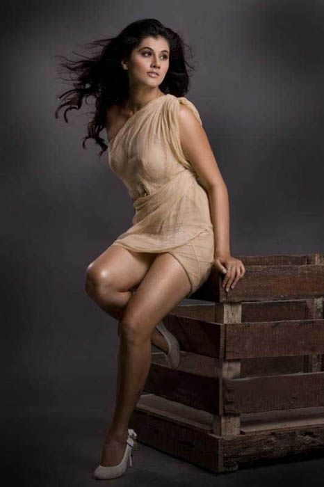 naked Tapsee Pannu sexey