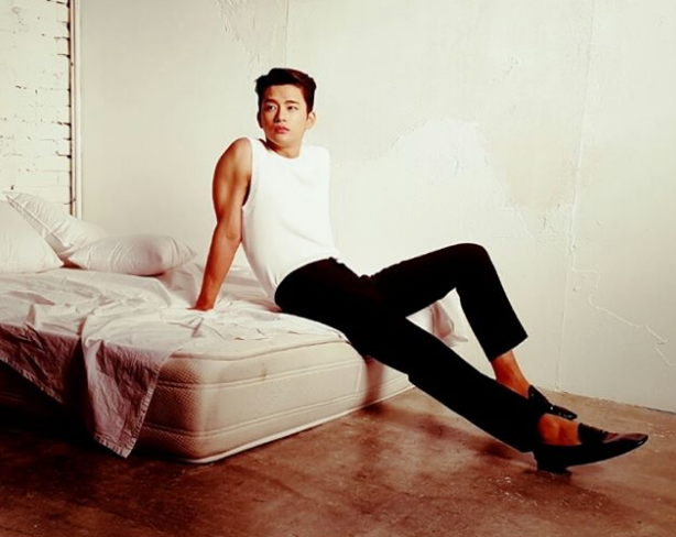 9 Photos of Seo In Guk that will make you an instant Shopping King Louis fan
