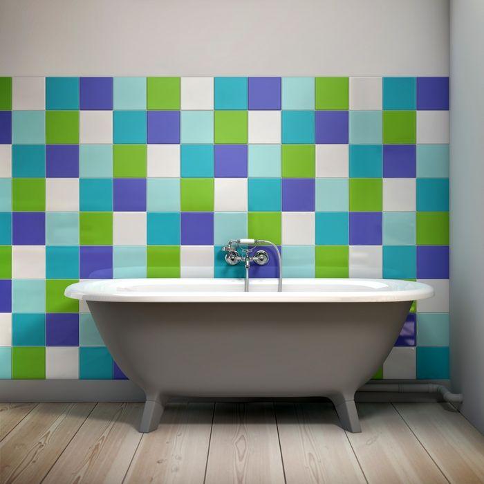 Pared de ba o decorada con vinilos sobre los azulejos como cambiar los azulejos de tu casa sin - Como cambiar de casa con hipoteca ...
