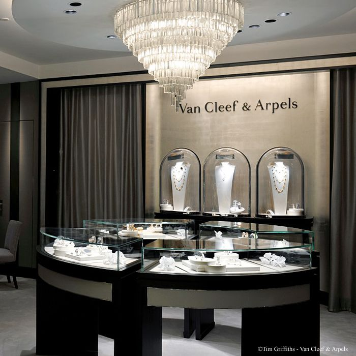 Van cleef arpels invites you to visit its redesigned Interior design stores london
