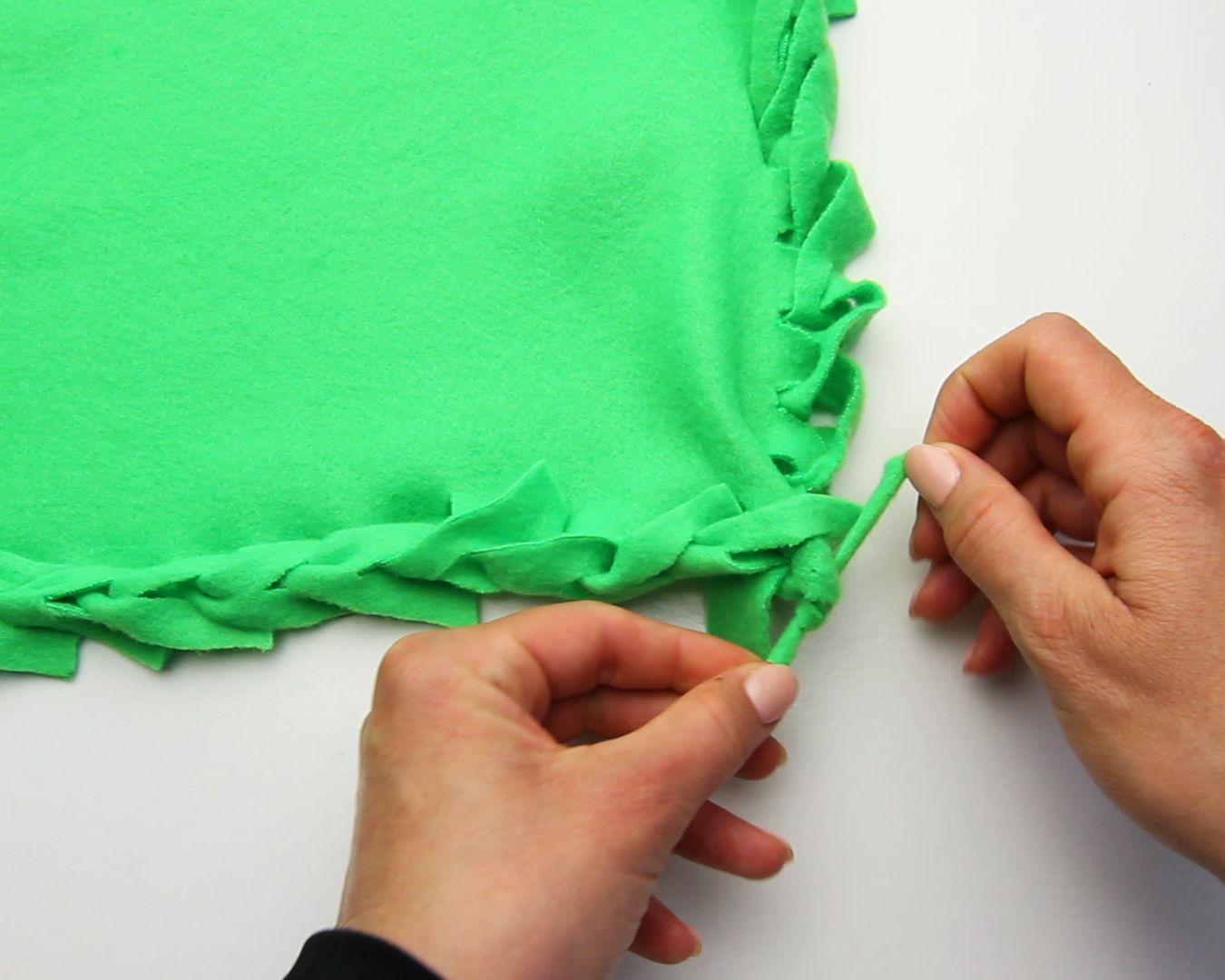 Make a fleece blanket blanket craft and fiber art