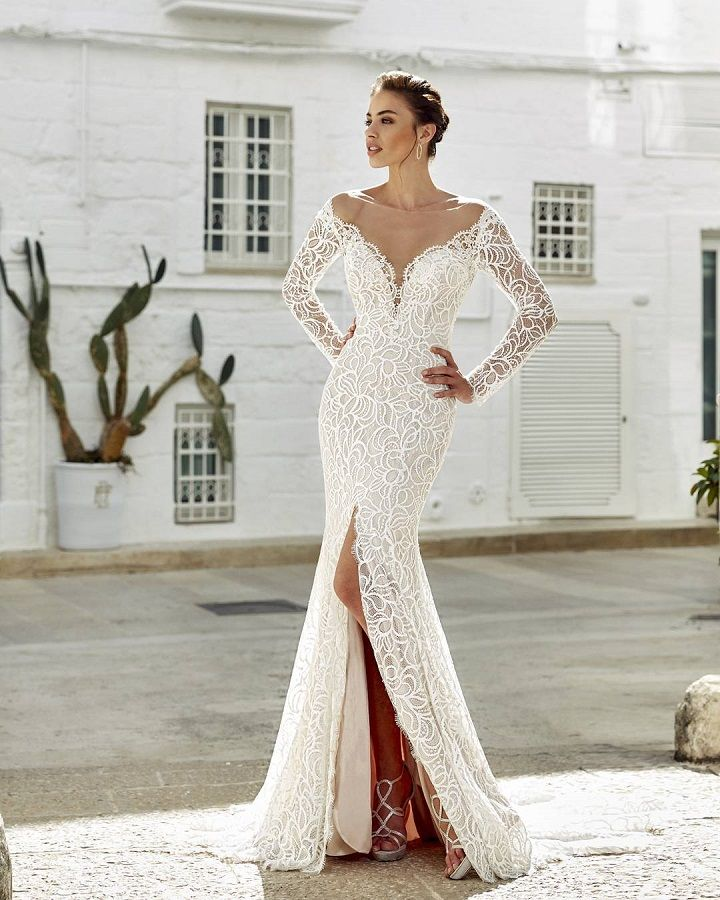 Gorgeous long sleeve lace wedding dress with stunning back details #weddingdress mermaid wedding dress,fit and flare wedding dress  #weddingdresses wedding dresses