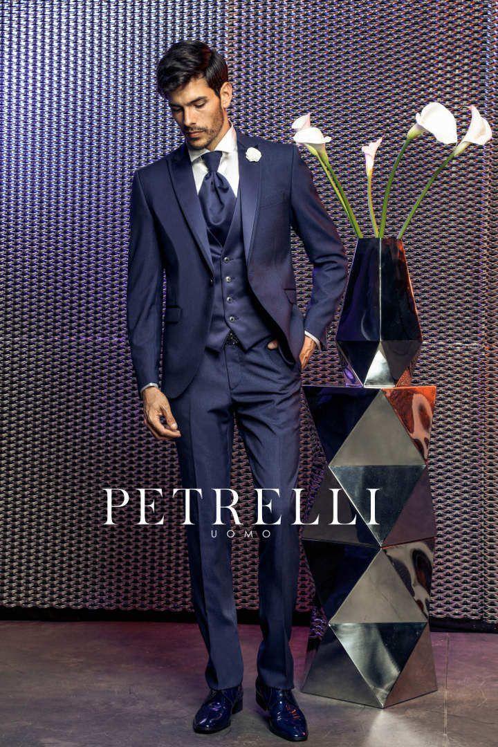 Look esclusivi e ricercati distinguono la nuova collezione abiti da sposo  2017 firmata Petrelli Uomo. Vieni in atelier da Gabriella Sposa in Toscana  e ... b449a7cf4b5