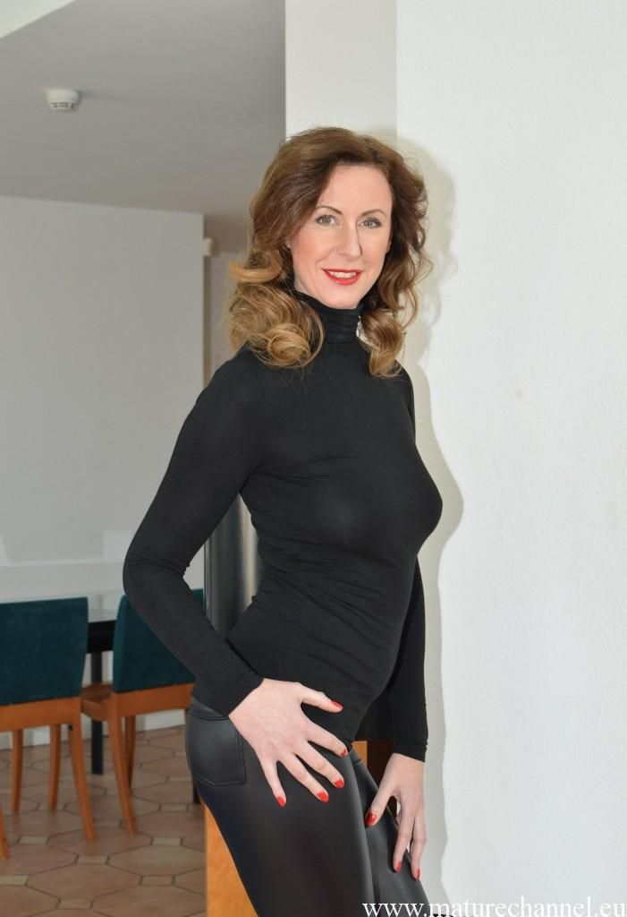 blachly milf women Milfs 30 is a free mature/milf picture site that features some of the best models from all over 30 we have thousands of free milf pics for you to view.