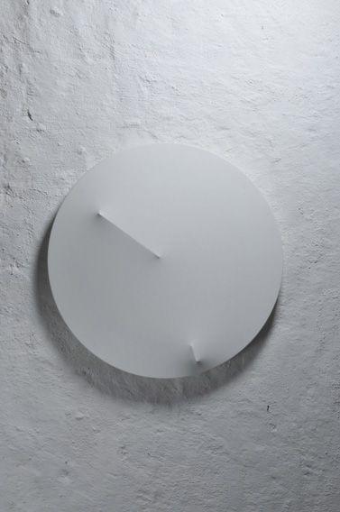 천의 그림자를 통해 실제로 그리지 않은 물체가 존재함을 드러낼 수 있다.