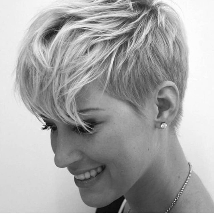 How To Tell If A Pixie Cut Will Suit You This Is Awesome Great Grid From Courtneyxcentrichair Who Says I Got Your Back Pixie Pixiecu With Images Cool Hairstyles Pixie Haircut Thick Hair Styles