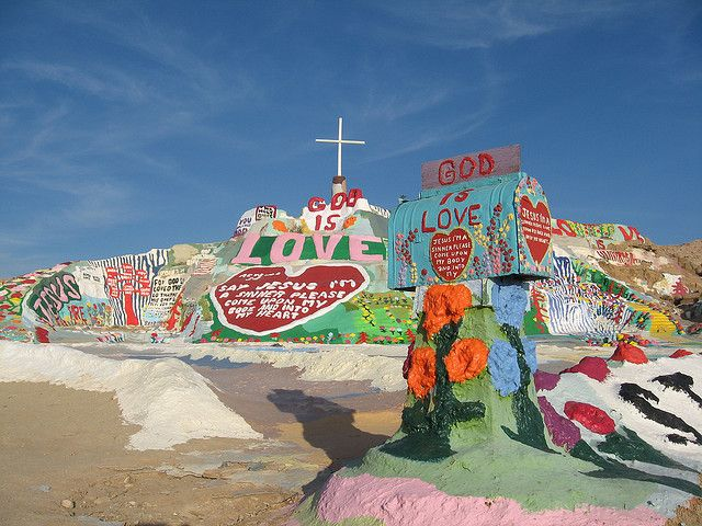 Salvation Mountain Slab City Ca Slab City Salvation Mountain City Art