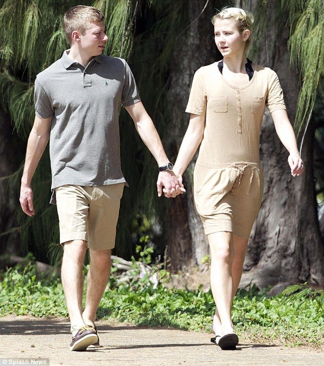 Elizabeth Smart Shows Off Her New Husband And New Ring After Their Hawaiian Wedding Elizabeth Smart Husband Hawaiian Wedding