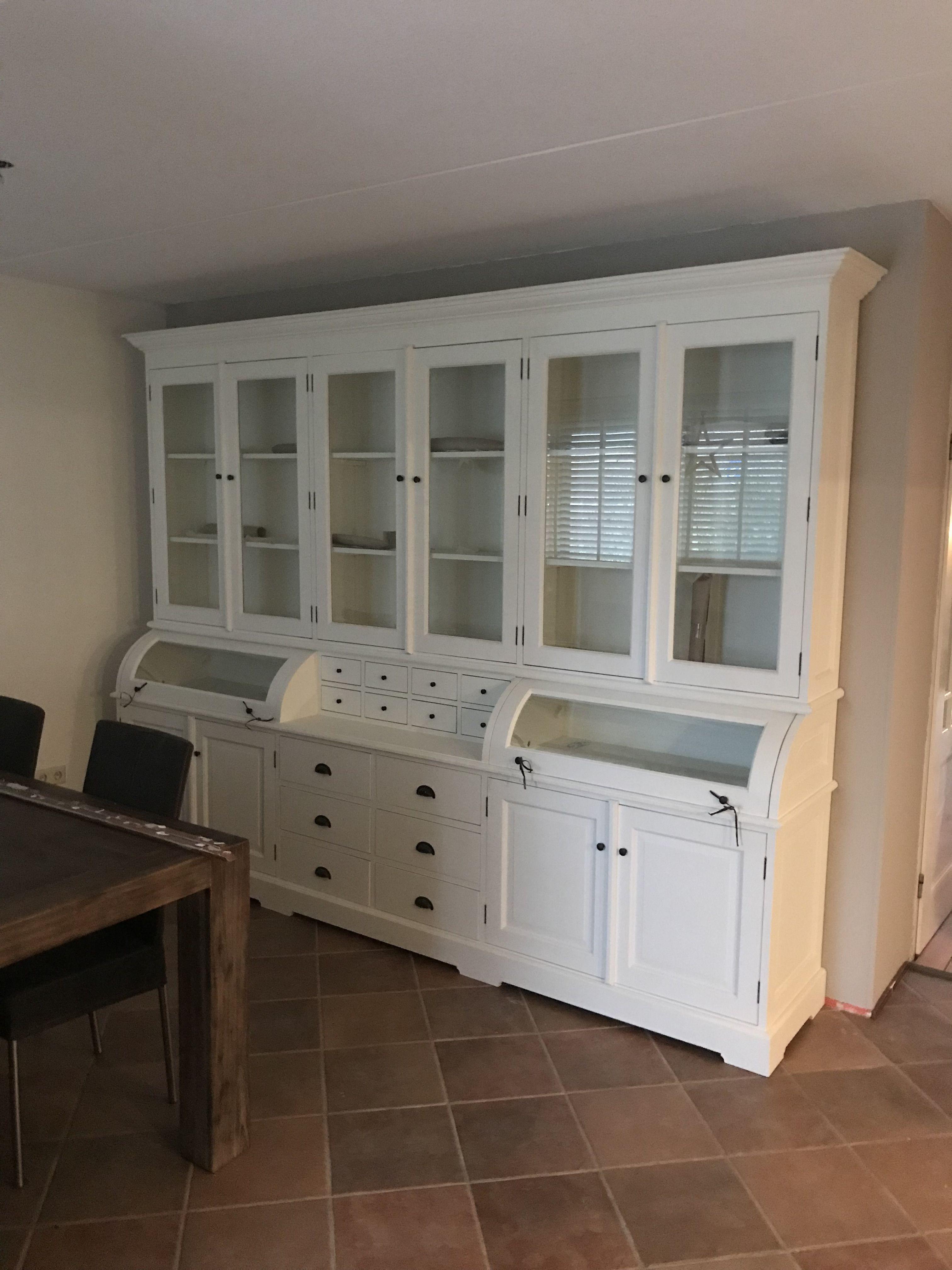 Grote Sfeervolle Authentieke Grutterskast In Het White Wash