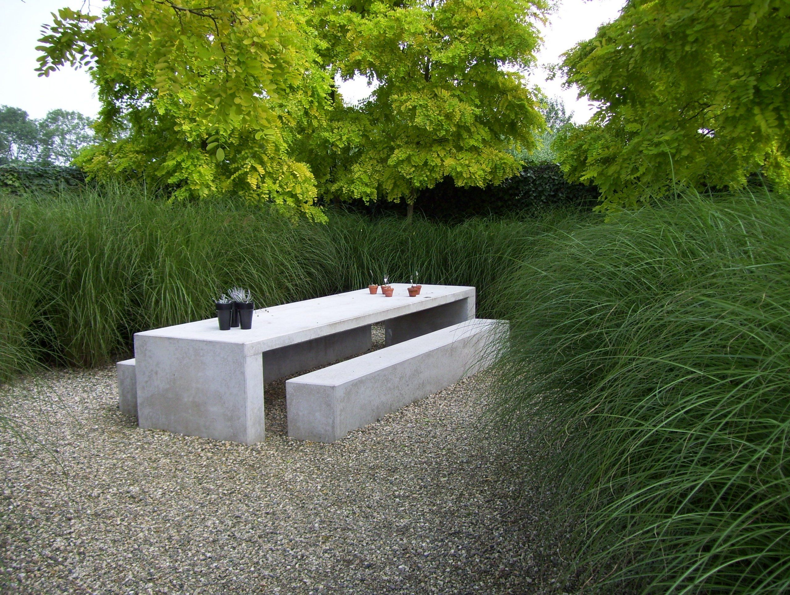 Garden Furniture On Gravel meubles en béton ou sculptures de jardin | concrete outdoor