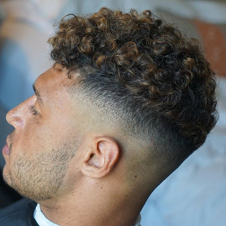 7 Sexiest Men S Curly Hairstyles Men S Curly Hairstyles Curly Hair Styles Curly Hair Fade