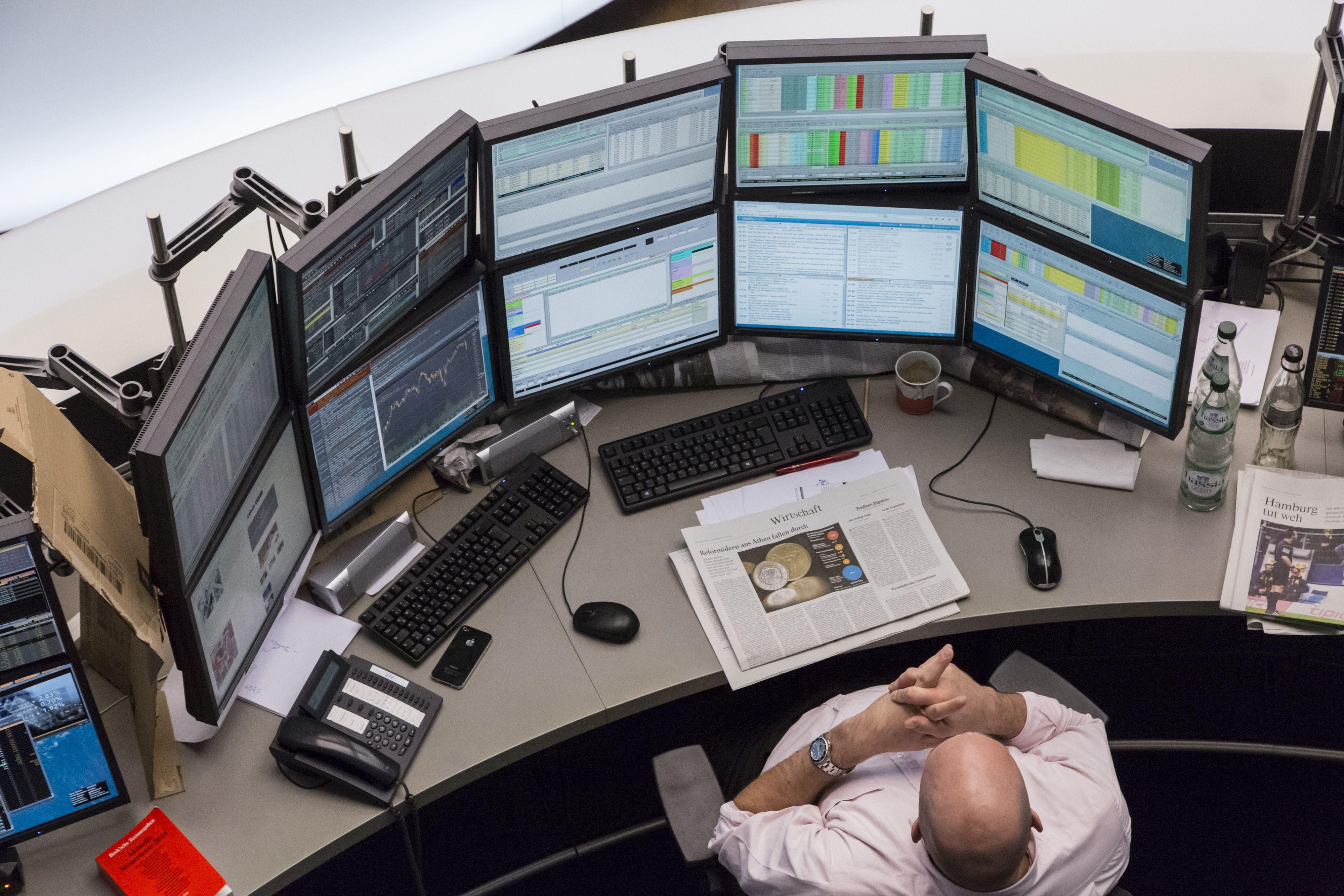 465677010.jpg (4000×2667) Finance, Desktop setup, Stock