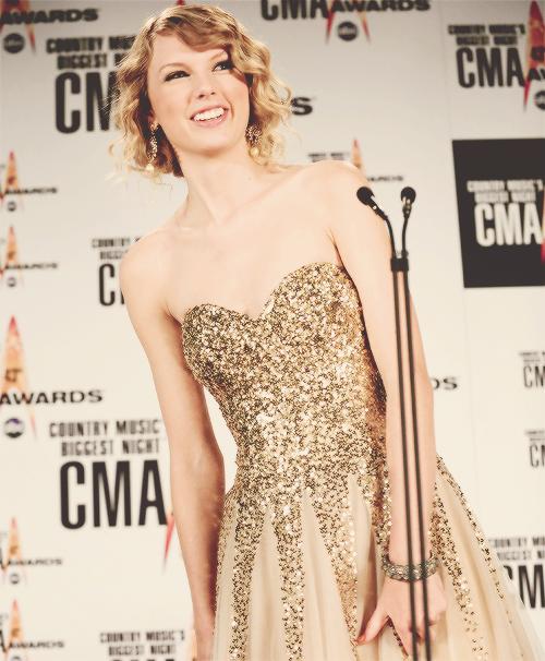 Taylor Swift   Taylor swift dress, Taylor swift, Taylor ...