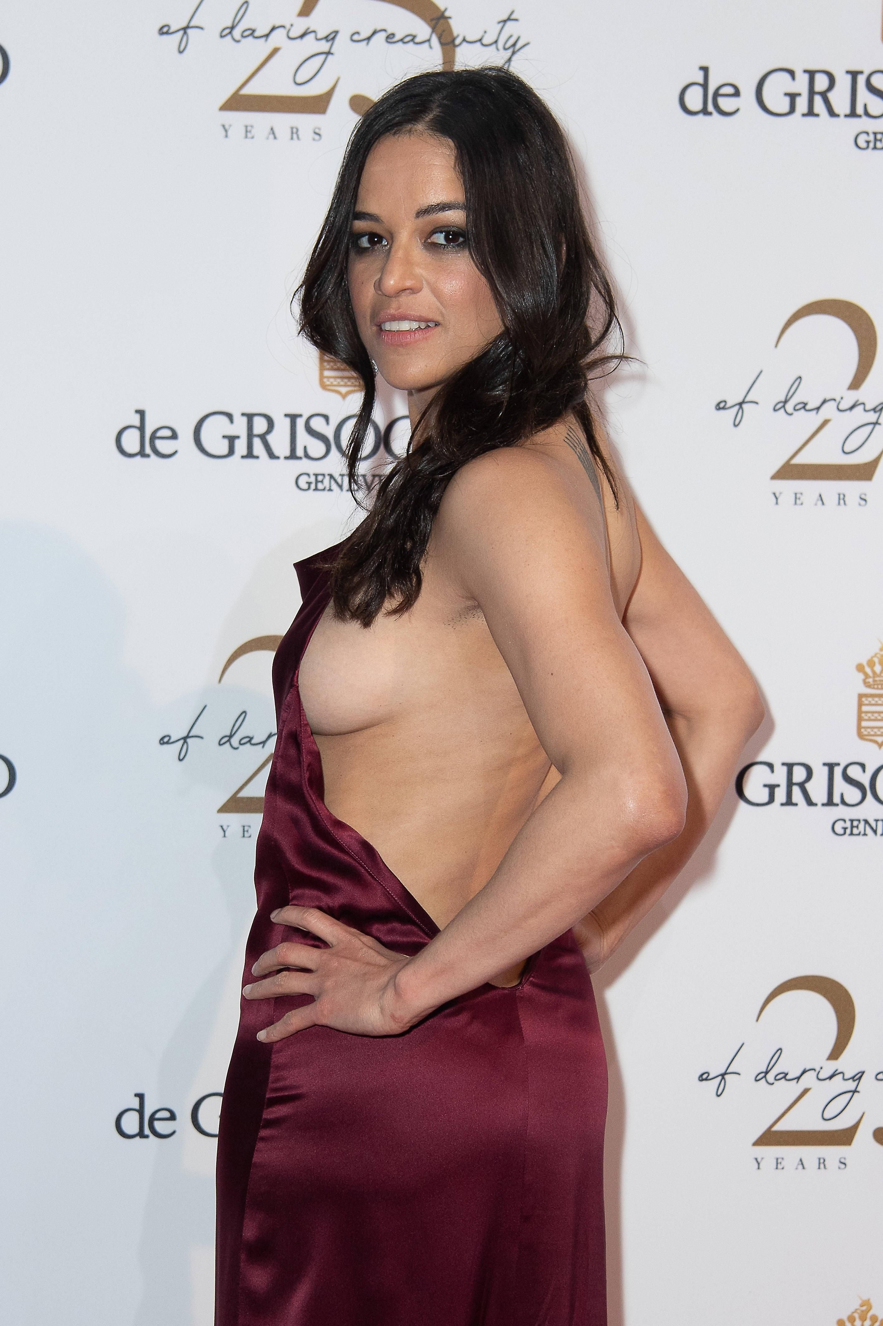 Michelle Rodriguez Sexy Bryst