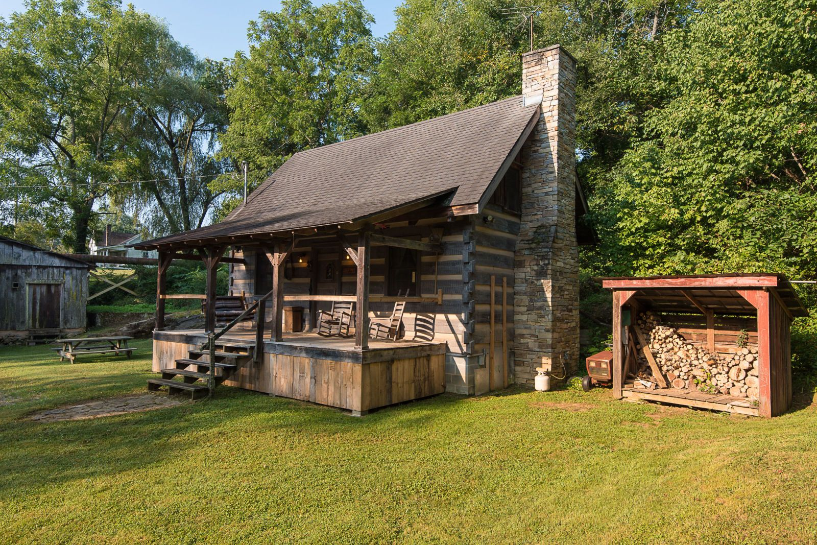 This Tennessee Log Cabin For Sale Has A Delightful Surprise Feature Cabins For Sale Log Cabin Exterior Log Cabins For Sale