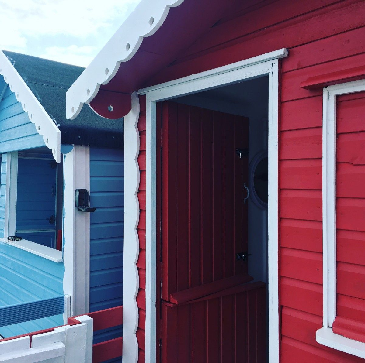 Beach hut decor ideas mickey and minnie exterior paint for Beach hut decoration ideas