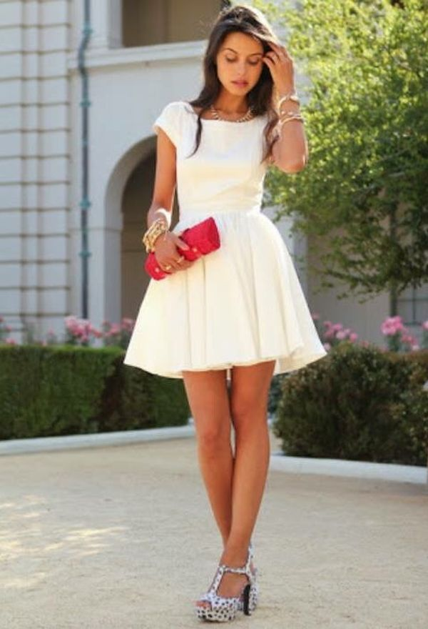Vestido blanco zapatos rojos